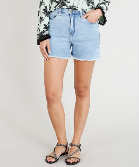 8b904d5100 Short Jeans Feminino Cintura Alta com Barra Desfiada Azul Claro - cea