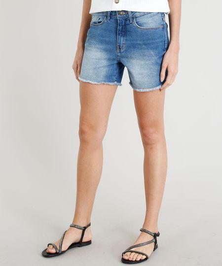 f6fc3d99c7 Short Jeans Feminino Midi com Barra Desfiada Azul Claro