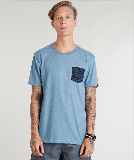 7fcda279eb Camiseta Masculina com Bolso Estampado de Pranchas Manga Curta Gola ...