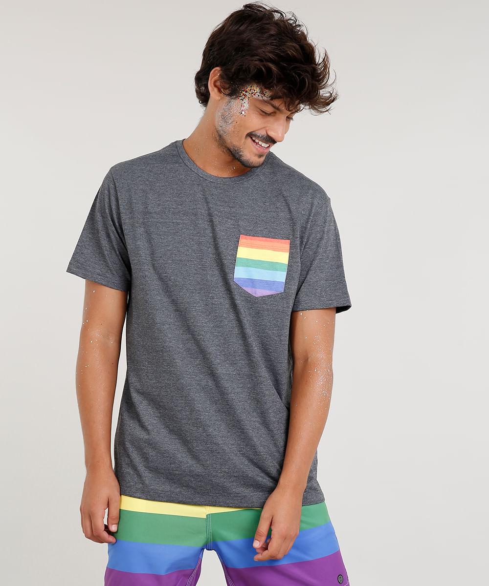 014adb95c Camiseta Masculina com Bolso Estampado Arco-Íris Manga Curta Gola ...