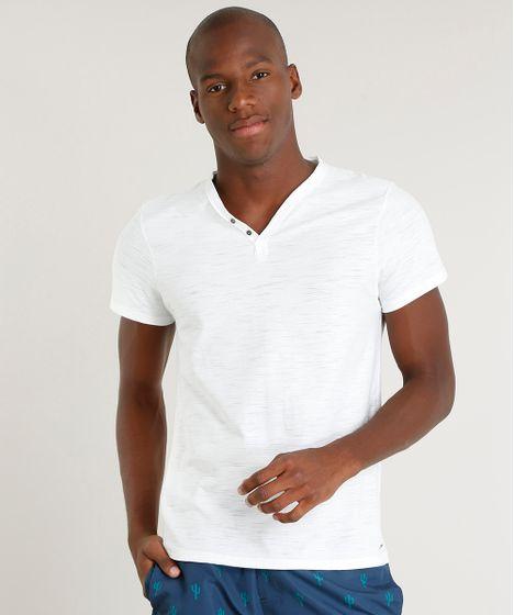 c5853d49e2 Camiseta Masculina Slim Fit com Botões Manga Curta Gola V Off White ...
