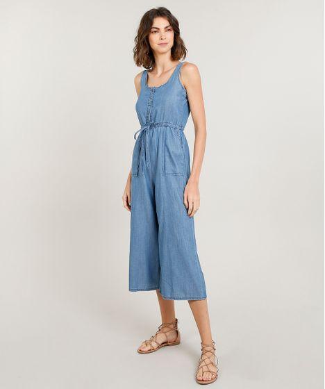 e4beee6cb3 Macacão Jeans Feminino Pantacourt com Botões Alça Média Azul Claro
