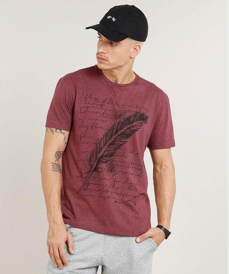 b5004bed9 Camiseta Masculina com Estampa de Pena Manga Curta Gola Careca Vinho ...