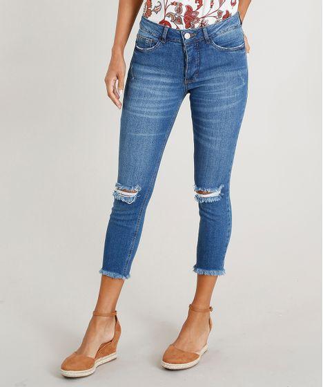 5a7098fdc Calça Jeans Feminina Cropped com Rasgos Azul Médio - cea