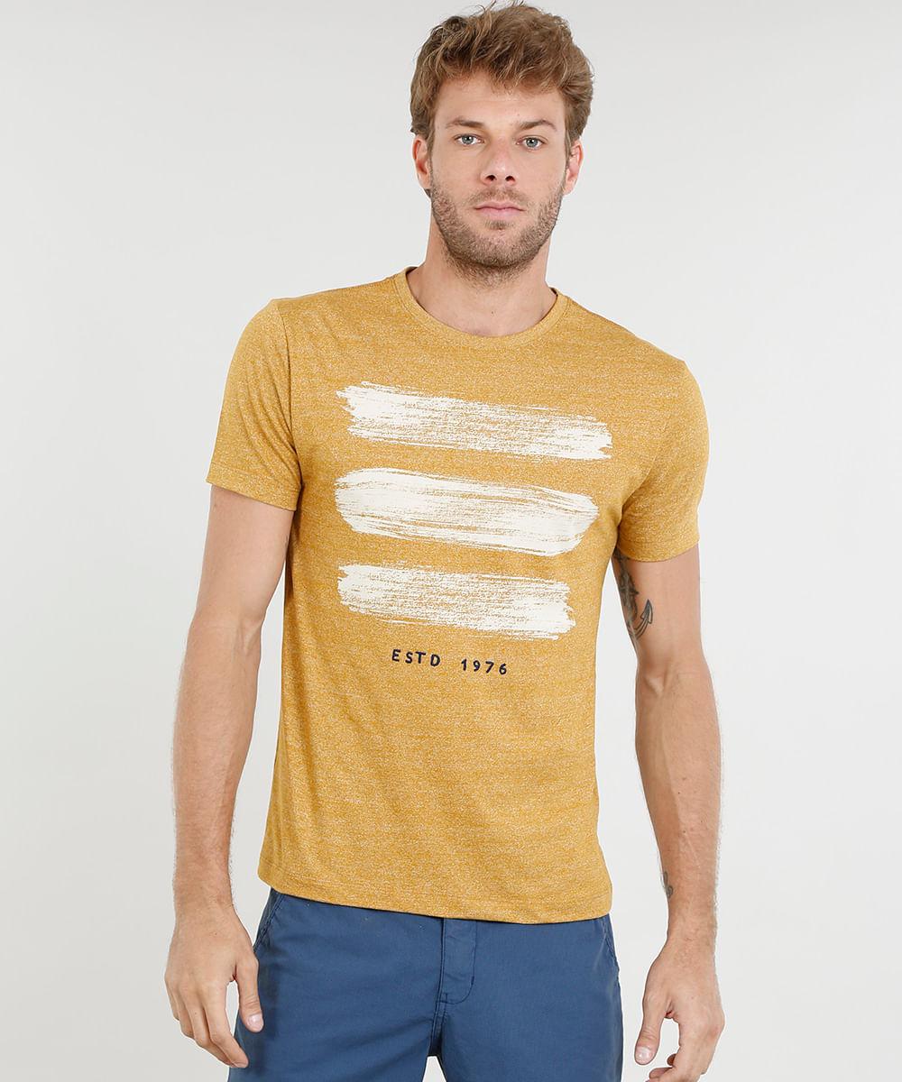 270186c7d9 Camiseta Masculina com Estampa e Bordado Manga Curta Gola Careca ...