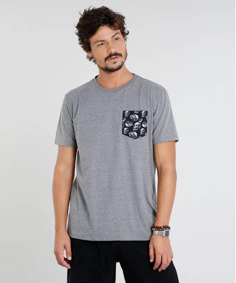 b7ec0e7a4 Camiseta Masculina com Bolso Estampado de Caveira Manga Curta Gola ...