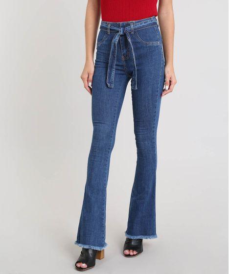 88c059ab20 Calça Jeans Feminina Sawary Flare com Barra Desfiada e Cinto Azul ...