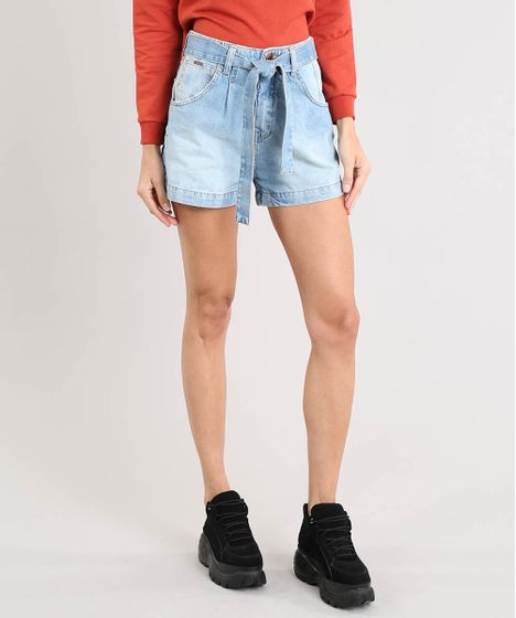 625a7fb90 Short Jeans Feminino Mom Clochard com Faixa para Amarrar Azul Claro ...
