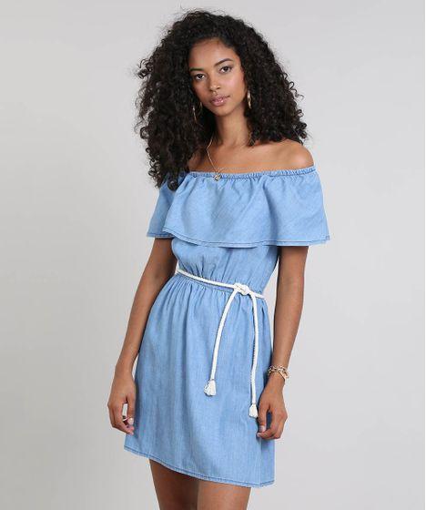 1619470c05 Vestido Jeans Feminino Ombro a Ombro com Babado e Cinto Azul Claro - cea