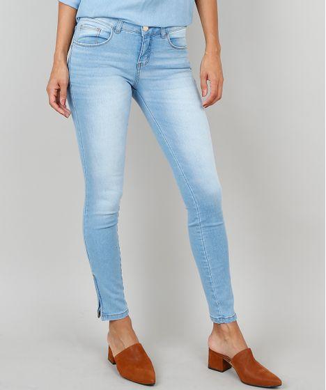 8259a75e1 Calça Jeans Feminina Super Skinny Com Zíper na Barra Azul Claro - cea