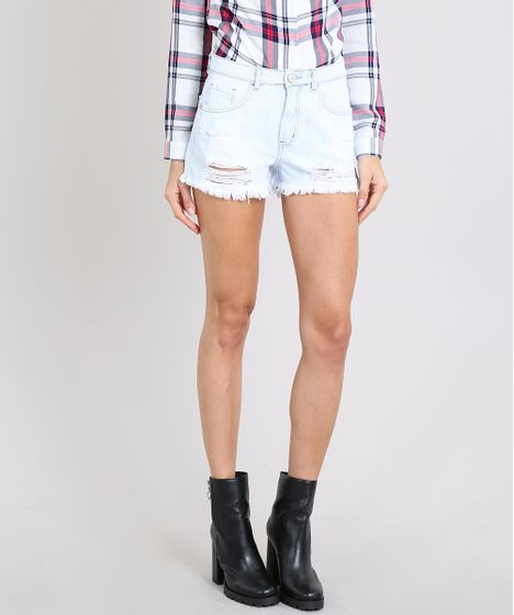 7babb6554d Short Jeans Feminino com Rasgos e Bolsos Barra Desfiada Azul Claro - cea